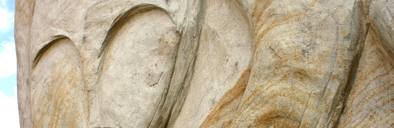 Wanjina-Watchers-in-the-Whispering-Stone-sculpture-by-Benedikt-Osváth-Wanjina-of-the-unknown-detail